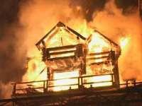 VIDEO: O cabană a fost mistuită de flăcări la Satulung