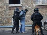 VIDEO: Operațiune antiteroristă în nordul Parisului: O femeie-kamikaze s-a aruncat în aer. Cel puţin trei morţi