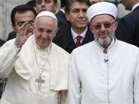 VIDEO - Papa Francisc s-a rugat în Moscheea Albastră din Istanbul