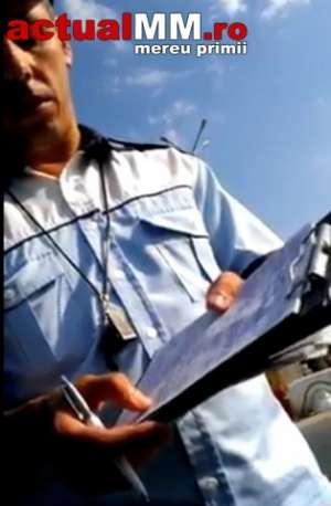VIDEO - Polițist, care nu știe să scrie corect, umilit de un sighetean în timp ce era amendat