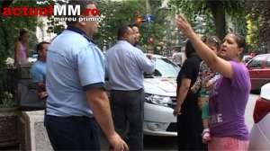 VIDEO - Rudele a doi țigani reținuți pentru tâlhărie și contrabandă i-au înjurat fără rușine pe polițiști