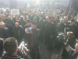 VIDEO - Săpânțenii au făcut Răscoală în fața Prefecturii Maramureș, solicitând ca Primarul Gheorghe Stan să rămână în funcție