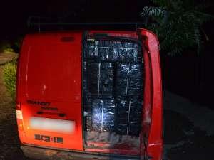VIDEO: SARASĂU - Focuri de armă pentru reţinerea contrabandiştilor şi peste 19.000 pachete cu ţigări de contrabandă confiscate în ultimele 24 de ore