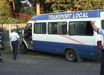 VIDEO ȘOCANT - Șoferul unui microbuz a provocat un accident rutier cu scopul de a se sinucide. Microbuzul era plin de călători
