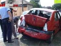 VIDEO - Șoferul unui autobuz plin cu muncitori a lovit două mașini la Tăuții Măgherăuș