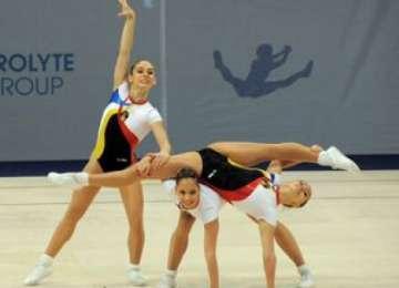 VIDEO - Spectacol EXTRAORDINAR susținut de trei gimnaste