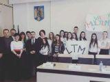 VIDEO - Știrea publicată de Sighet 247 privind elevi din Sighet aduși cu arcanul din timpul orelor de curs pentru a aplauda politicienii a fost preluată de presa națională