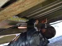 VIDEO: Țigări de contrabandă ascunse sub platforma unei remorci tractată de o autoutilitară condusă de un maramureșean