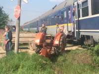 Tractor spulberat de ACCELERATUL de Bucureşti în satul Sasar