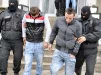 VIDEO: Trei hoţi au fost arestaţi după ce s-au filmat în timp ce dădeau o spargere