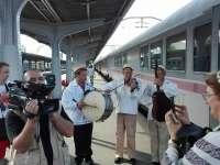 """VIDEO: Trenul festivalului """"Drumul lung spre Cimitirul vesel"""" a pornit aseară din București către Maramureș"""