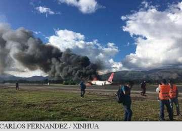 VIDEO - Un avion cu 141 de persoane la bord a luat foc la aterizare