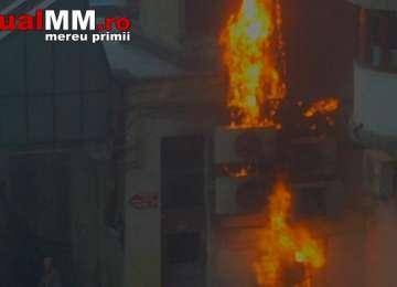 VIDEO - Un bărbat a fost rănit în urma unui incendiu violent pe strada Școlii din Baia Mare