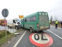 VIDEO: Un microbuz din Maramureș, implicat într-un accident soldat cu opt persoane rănite