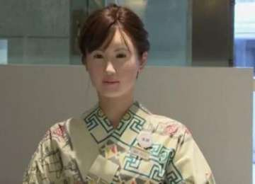 VIDEO: Un Un robot umanoid i-a întâmpinat pe clienții unui magazin din Tokyo