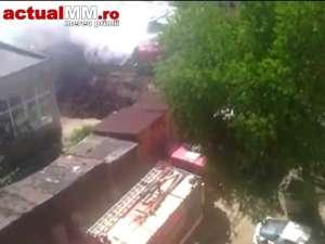 VIDEO - Vișeu de Sus: Muncitorii care au tăiat cazanele dezafectate de păcură din centrul orașului au reușit să le aprindă