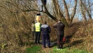 VIDEO: Ziua şi sinuciderea în Maramureş - Tânăr de 22 ani, găsit spânzurat de ramura unui arbore