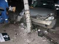 VIŞEU DE SUS: Un bărbat din Republica Moldova a adormit la volan şi a intrat cu maşina într-un stâlp