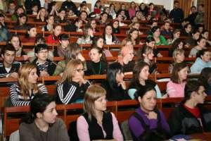 Vineri și luni - zile libere pentru studenți