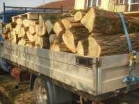 VIȘEU DE SUS: Fără permis, la volanul unui autovehicul încărcat cu lemn fără documente legale
