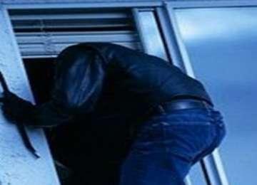 Vişeu de Sus: Tineri prinşi de poliţişti la scurt timp după comiterea unui furt