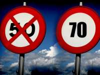 Viteza maximă cu care pot rula autovehiculele în localităţi ar putea crește