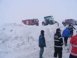 Zăpadă şi flăcări pentru pompierii maramureșeni pe parcursul sfârșitului de săptămână