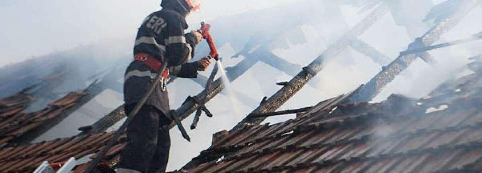 Zece incendii lichidate de pompierii maramureșeni în perioada minivacanței de 1 Decembrie