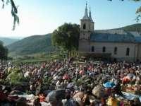 Zeci de mii de credincioși au participat la Sfânta Liturghie de la Mănăstirea Nicula