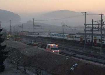 Zeci de răniți în urma coliziunii între două trenuri de pasageri, în Elveţia