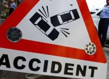 Zi neagră pe șoselele din Maramureș - O femeie s-a dat peste cap cu mașina la Moisei iar un scuterist a lovit o femeie la Botiza