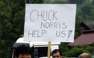 FOTO - Chuch Norris, rugat de borșeni să oblige autoritățile să asfalteze DN 18