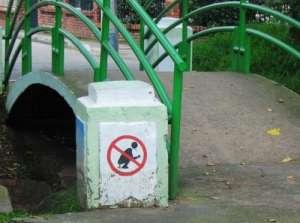 Tipic românesc: trăim vremuri de kkt, așa că faci pe unde te apucă - de aici și semnul :)
