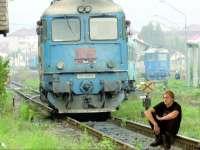 """TRAGEDIE - TIMES NEW ROMÂN: """"Un tânăr a murit de bătrâneţe, după ce s-a aruncat în faţa unui tren personal"""""""
