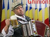VIDEO - Ce facem cu Iohannis? Îl dăm afară din țară? :))