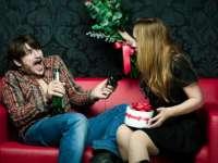 VIDEO: Cum ar fi dacă bărbaţii şi femeile ar schimba rolurile de Valentine`s day