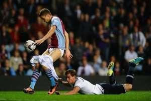 VIDEO - Fotbal: Şi-a dezbrăcat adversarul în timpul meciului