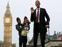 VIDEO INCREDIBIL - Cel mai înalt om din lume îl întâlnește pe cel mai mic om din lume